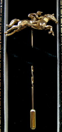 Harriet Glen 9ct Gold Racing Stick Pin c2003