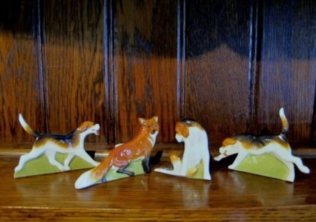 ROYAL WORCESTER SET OF FOX & HOUNDS MENU HOLDERS