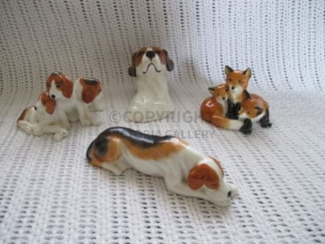 Royal Worcester – Doris Lindner – Foxes and Hounds