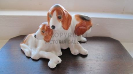 RARE ROYAL WORCESTER – DORIS LINDNER – FOXHOUND PUPPIES