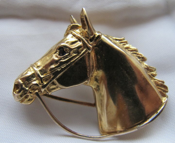 Harriet Glen 9ct Gold TB Horse Head Brooch. Sapphire Eye. W. 9.4g. London 1991.